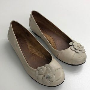 Natural Soul Tan Leather floral Flats 8 M